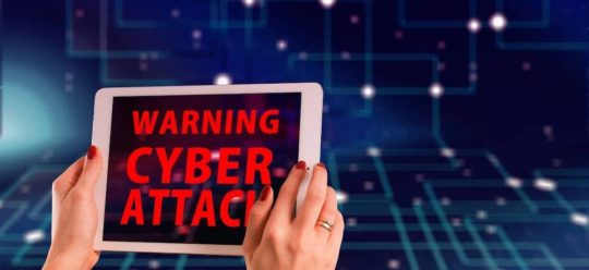 Tablet mit einer Cyber Attack Warning