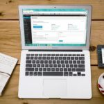 Laptop mit Wordpress / Webhosting